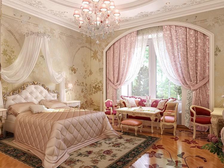 Хорошо смотрятся в классической спальне шторы с цветочным узором