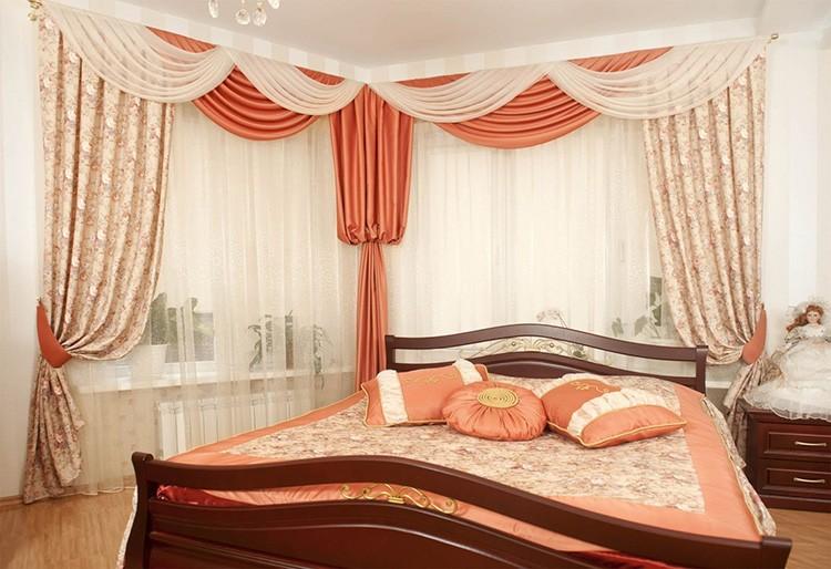 Ламбрекены являются прекрасным дополнением интерьера спальни