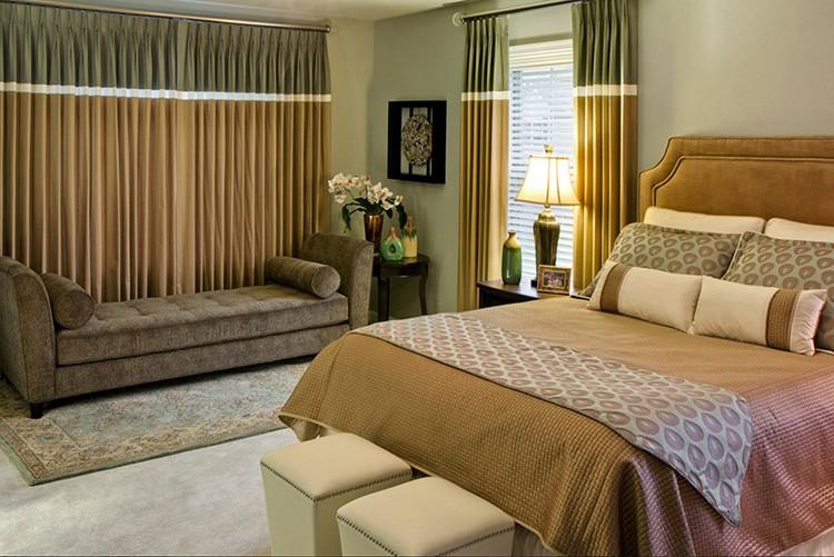 Длина штор зависит от размеров спальни, оконного проёма и личных предпочтений хозяев квартиры