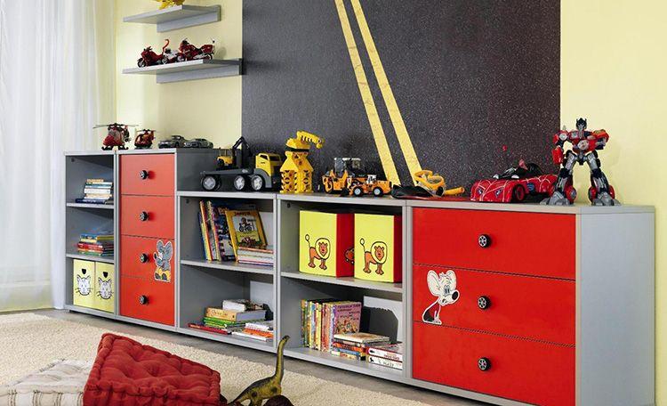Комоды с полками – хорошее место для хранения игрушек, книг и прочего