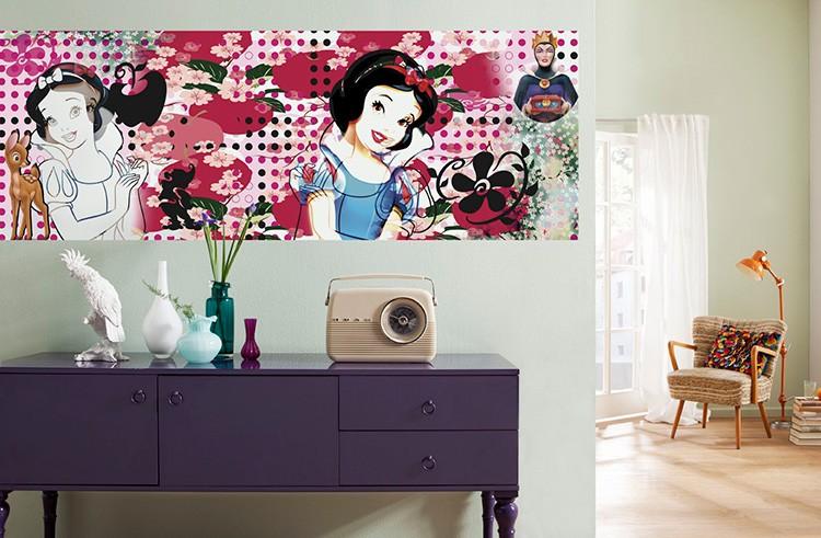 Бумажные обои могут быть хорошим решением, чтобы освежить комнату, к примеру, наклеить фотообои на часть стены.