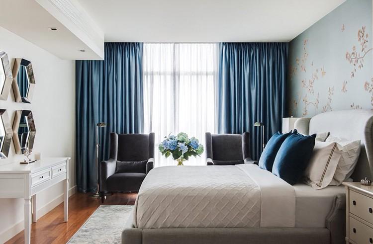 Классическое сочетание – плотные шторы и прозрачная занавесь