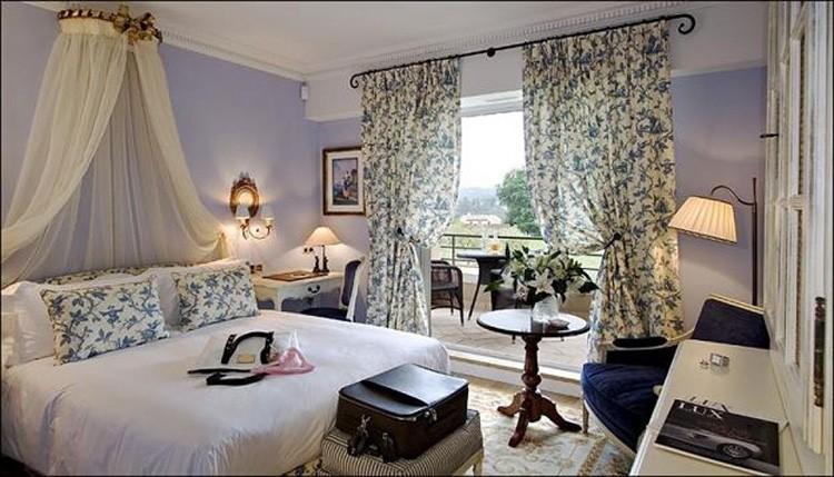 Французские шторы на кольцах в спальне