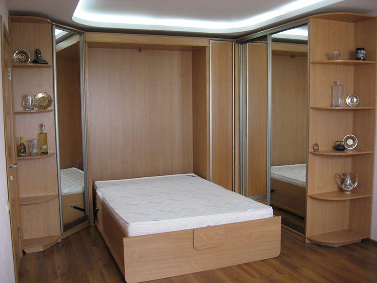 Двуспальная кровать с вертикальным откидыванием, встроенная в шкаф-купе