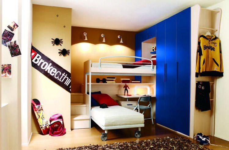 Если позволяет пространство, то можно установить шкаф с распашными фасадами