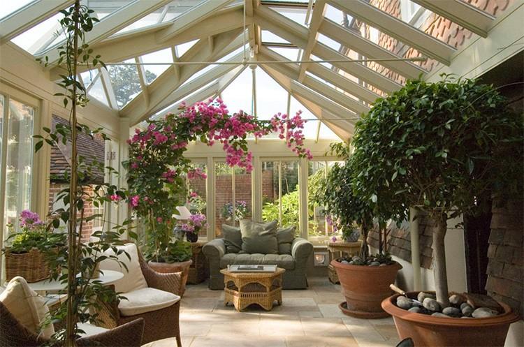 Ванная комната, кухня, бассейн и домашняя сауна, зимний сад – здесь просто необходимы тёплые окна
