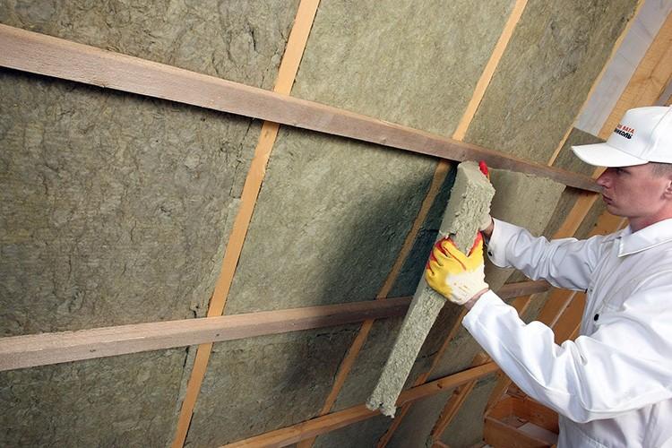 Чтобы минимизировать потери при эксплуатации этих панелей, специалисты рекомендуют тщательно утеплить помещение и использовать высококачественную защищённую проводку