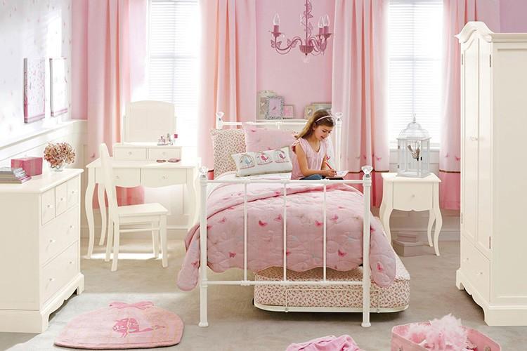 Интерьер детской должен понравится вашему ребенку. Только тогда отдых и учеба в таких стенах будут ей на пользу.