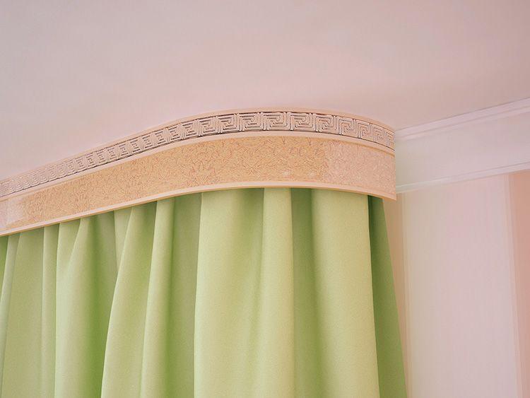 Пример того, как красиво повесить шторы на потолочный карниз