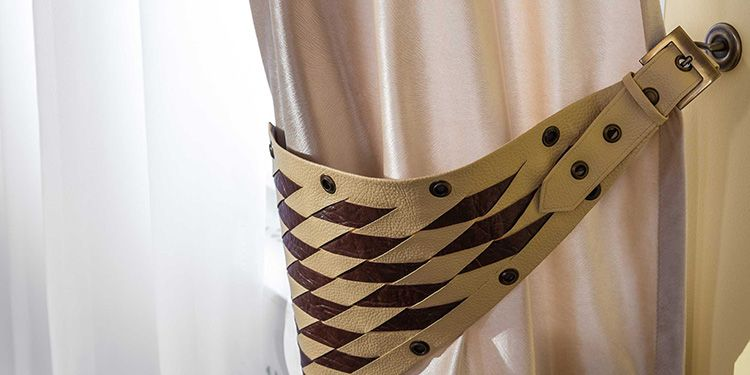 Ремни – такой вид подвязки органично смотрится в современных интерьерах хай-тек или модерн