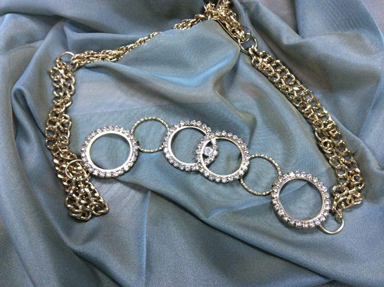 Цепочки – для подхвата можно купить специальные декоративные цепочки или применить остатки бижутерии