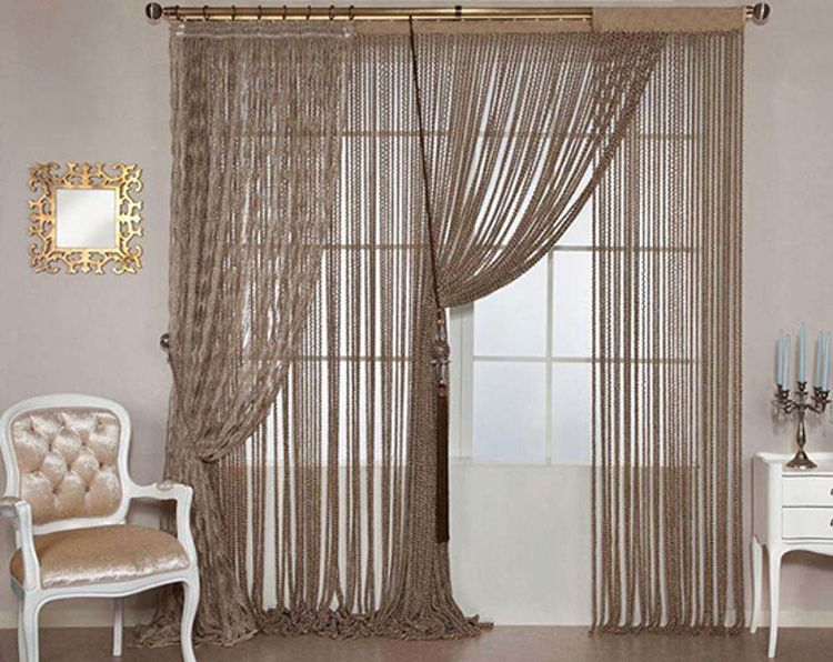 Пример того, как правильно повесить шторы с кисеей