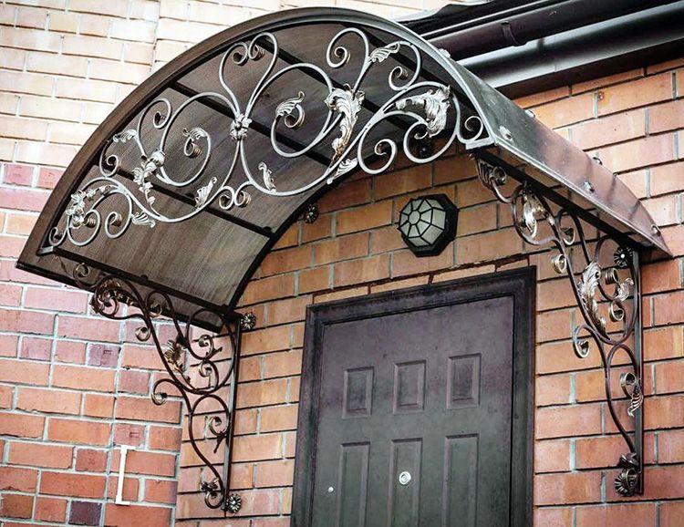 Аккуратно оформленный вход в жилище позволит оценить вкус хозяев уже с порога.