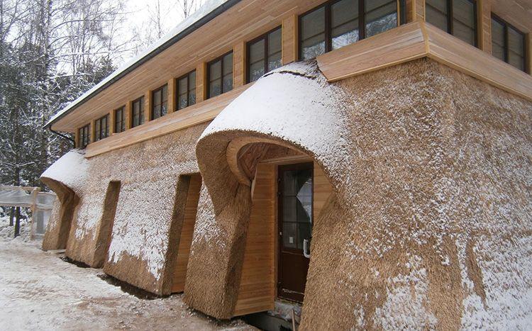 Каркас навеса из камыша может состоять из стеблей бамбука, а опоры стараются сделать из деревянного бруса. Хотя в ряде случаев их можно сделать из очень толстых стеблей бамбука, стянутых между собой.