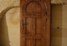Почему так популярны межкомнатные двери из массива дерева: особенности и основные виды