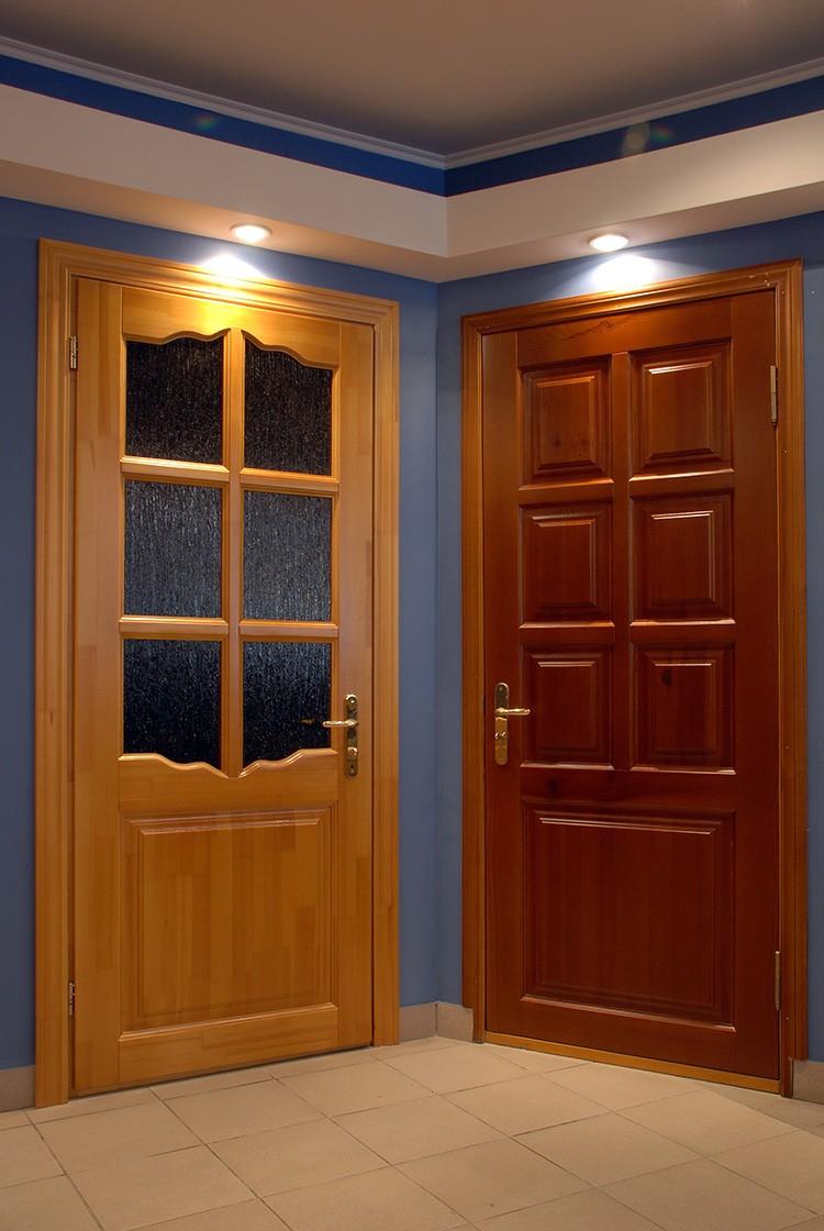 Дверные конструкции из массива обладают рядом общих характеристик