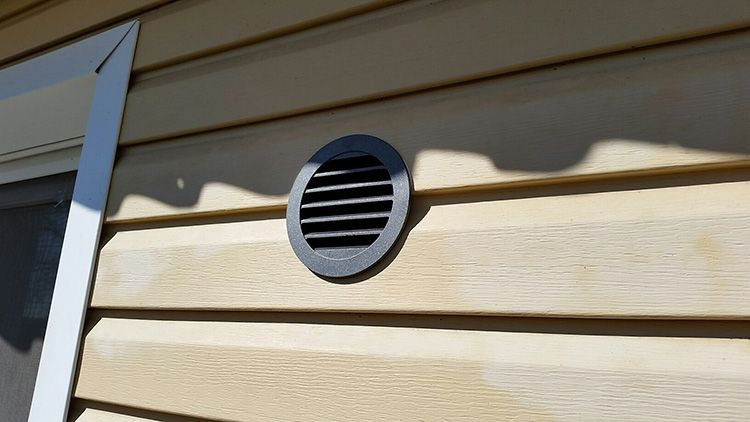 Для модульного дома нужно предусмотреть приточные клапаны и вытяжки, которые обеспечат нормальный воздухообмен