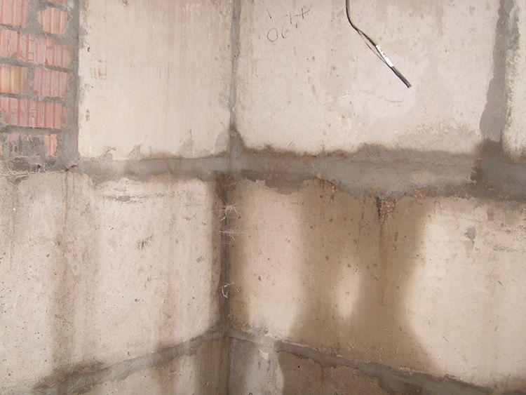 У кирпичной кладки защищаются только швы