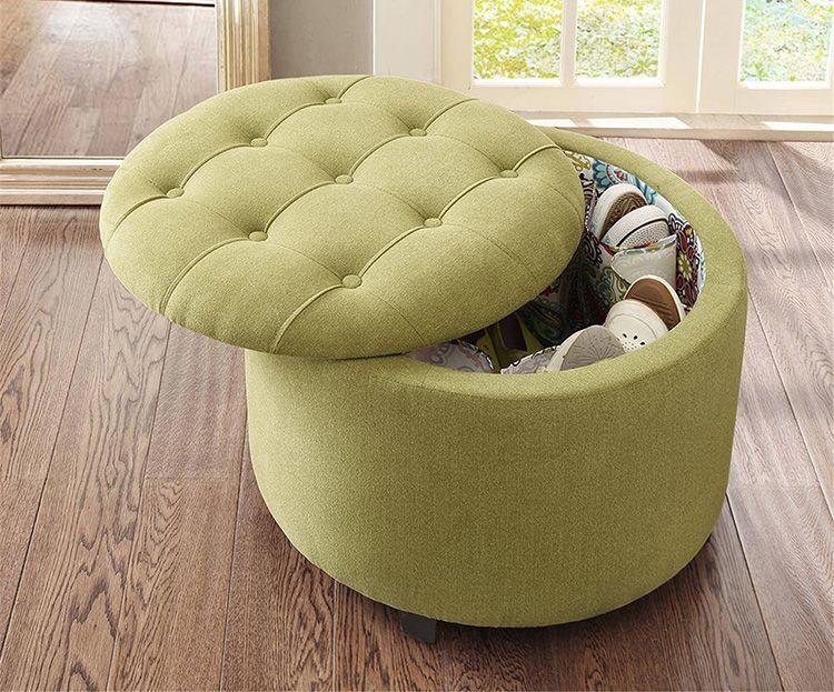 Пуфик своими руками из ненужных вещей сочетает в себе две приятные вещи: вы экономите на покупке и создаёте эксклюзивный предмет мебели