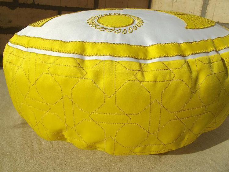Покупной пуфик точно не будет украшен такой декоративной стройкой и ручным шитьём!