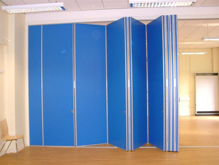 Пластиковые двери актуальны для общественных помещений