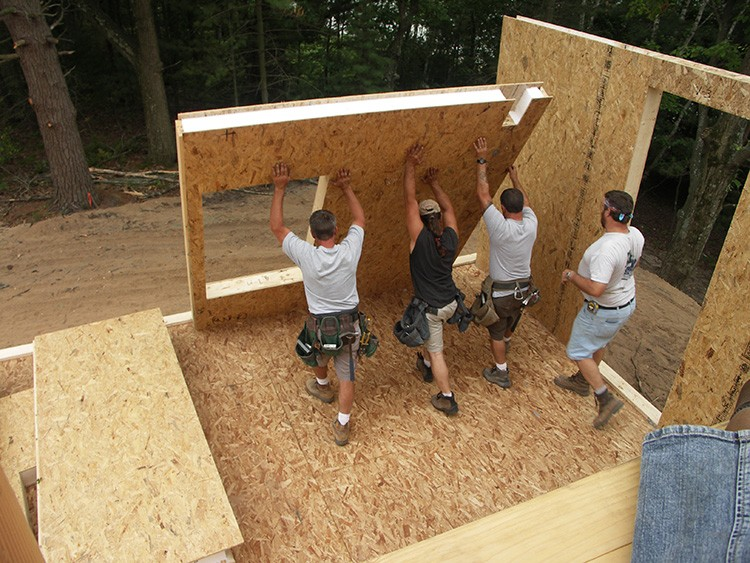 Возможно строительство домов из СИП-панелей своими руками
