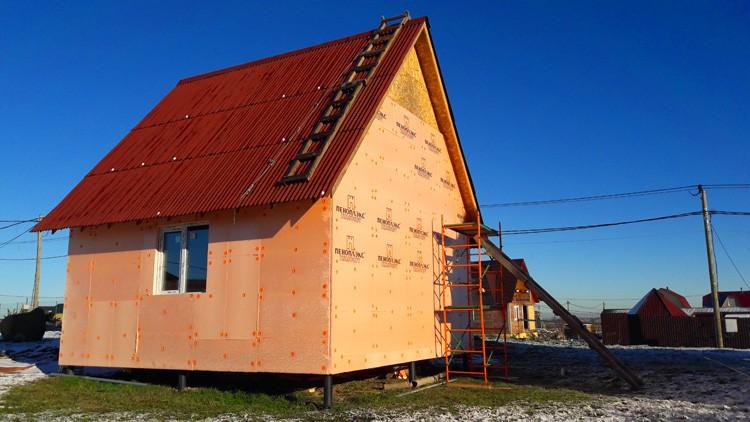 🔨 Когда проблема встаёт ребром: как сохранить тепло в доме на винтовых сваях