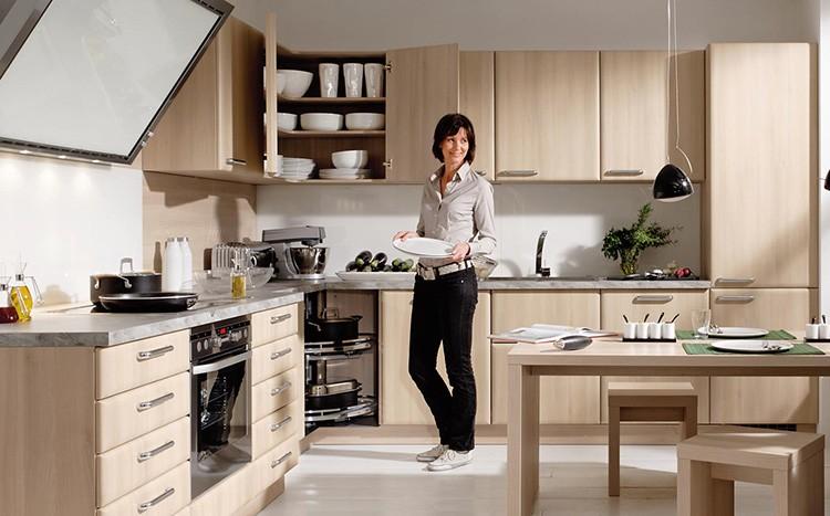 Удобная мебель на кухне гарантирует отличное настроение повара