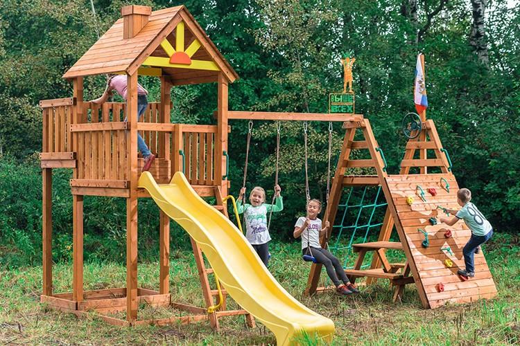 Детская площадка, выстроенная по всем правилам безопасности, даст вам гарантию спокойного отдыха