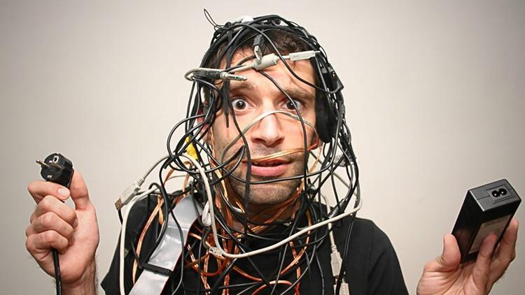 Путаница проводов не украшает комнату и мешает пользоваться техникой