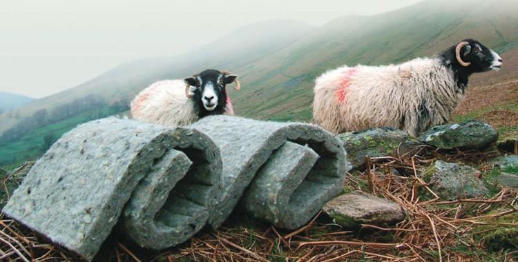 Натуральный материал из шерсти овец используется для утепления кровли, стен и полов