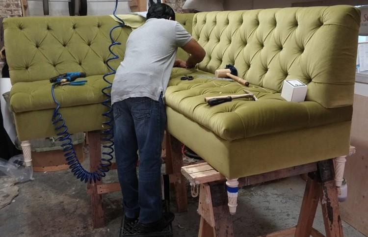 Гараж – неплохое место для создания цеха по ремонту мягкой мебели
