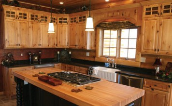 Кухонные фасады из массива дерева: используемые материалы и неоспоримые преимущества