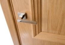 Почему так популярны межкомнатные двери из сосны: основные виды, характеристики, средняя цена