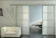 Какими могут быть раздвижные или сдвижные межкомнатные двери: основные виды и особенности монтажа