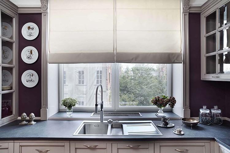 У окна или на «острове» – лучший вариант. Здесь всегда много естественного освещения