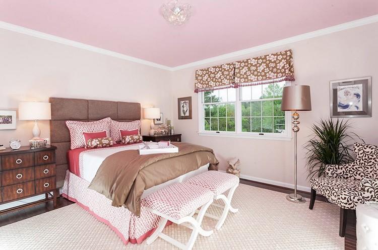 Розовый цвет в сочетании с бежевым создаст атмосферу нежности
