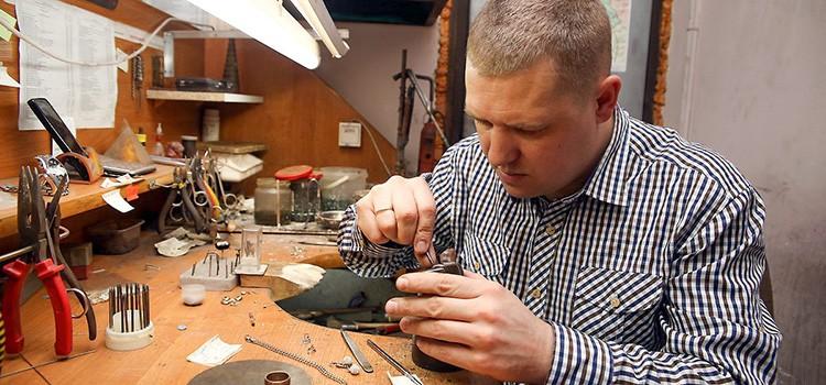 В гараже можно организовать мастерскую по изготовлению подарочной и сувенирной продукции