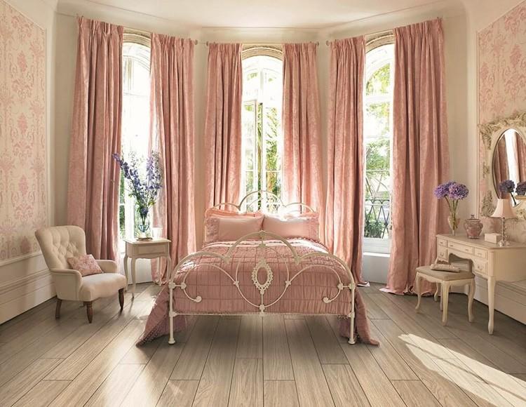 Розовый цвет больше походит для спальни или комнаты юной девушки