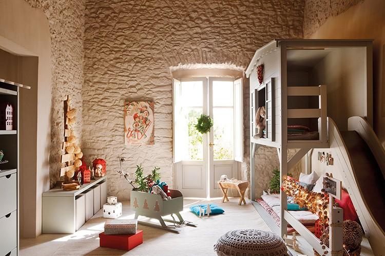 Есть и любители минималистических тенденций: не всем по душе обилие ярких новогодних украшений.