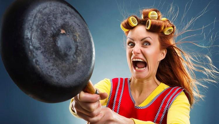 Не исключено, что сковородка, которую вы для неё приготовили, будет использована не по назначению