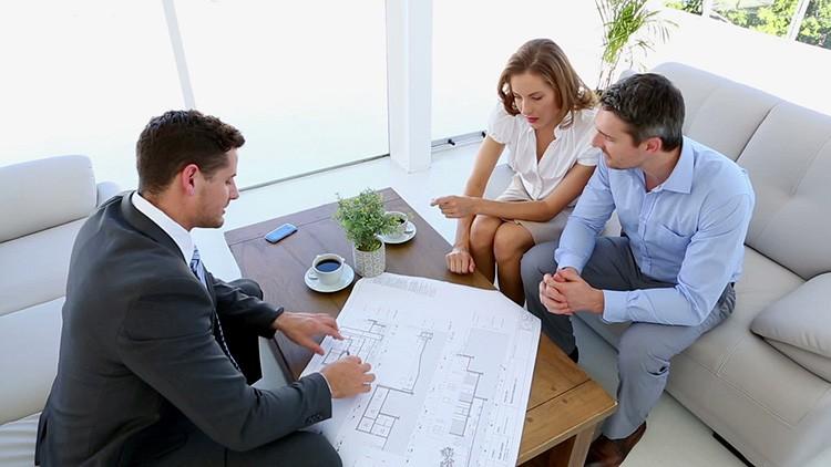 Разговаривая с дизайнером, сразу обозначьте рамки своих затрат. Так будет легче вам обоим