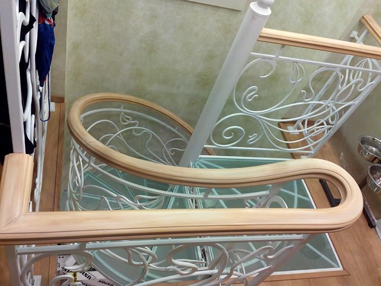 ❓ Зачем нужны перила для лестницы в частном доме: схемы и готовые решения