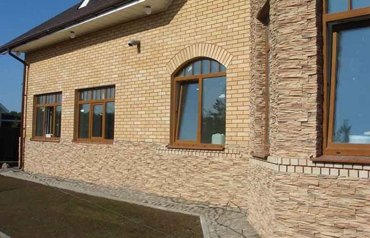Хорошая сопротивляемость внешним условиям делает возможным использование при оформлении фасадов