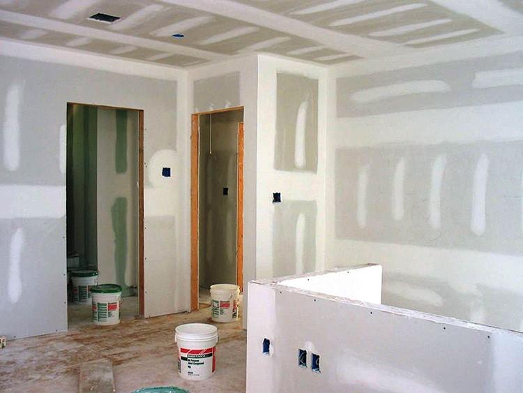 Гипсокартонные конструкции бывают незаменимы, когда выравнивание неровных стен – неоправданно дорогое удовольствие, или когда ремонт нужно сделать в короткие сроки