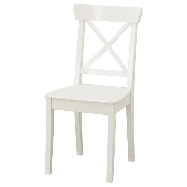 В IKEA найдутся белые деревянные стулья для кухни