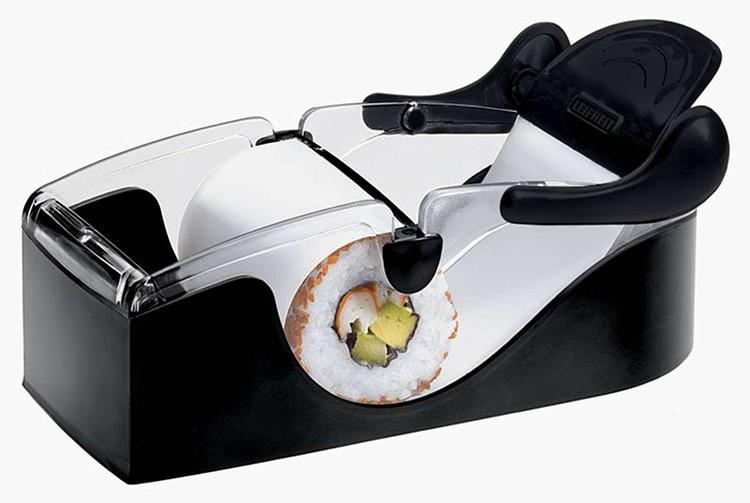 Если поискать, вы можете найти машинку для закатывания роллов или набор для их изготовления