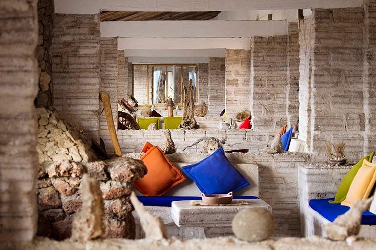 К примеру, в Боливии туристам уже предлагают остановиться в соляных отелях