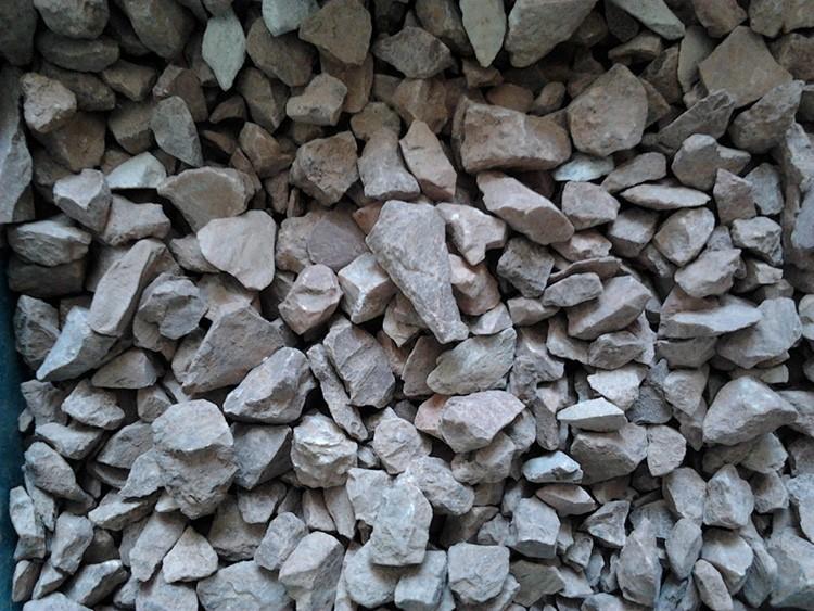 Лещадный щебень содержит много плоских фрагментов