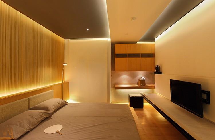 Многоуровневое освещение позволяет подсвечивать определённые места, не включая центральные светильники